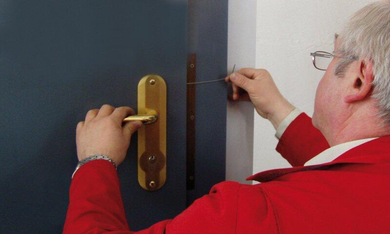 Schlüsselnotdienst öffnet Haustür