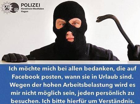 Maskierter Einbrecher mit Brecheisen
