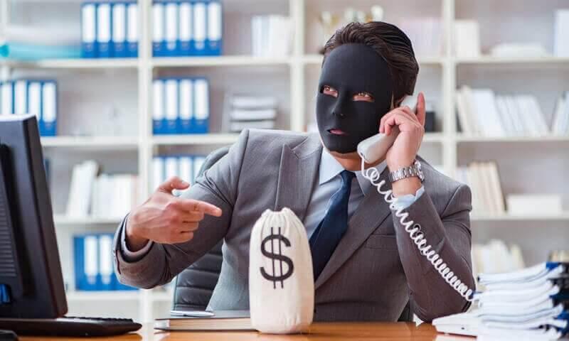 Maskierter Täter am Telefon
