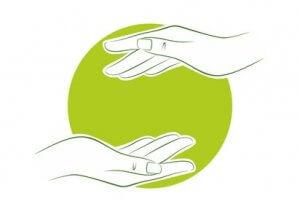 Hände die sich helfen