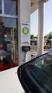 Ladestation für E-Autos, E-Autos laden, E-Tankstelle, Stromer